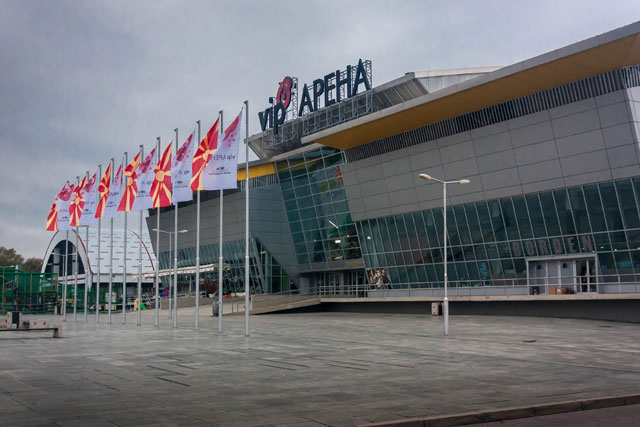 Valg i Makedonien: Søndag holdt Nikola Gruevski og VMRO-DPMNE massemøde i Trajkovski-hallen, som sikkert er den i Danmark bedst kendte Skopje-bygning. Det er her de store håndboldkampe spilles.